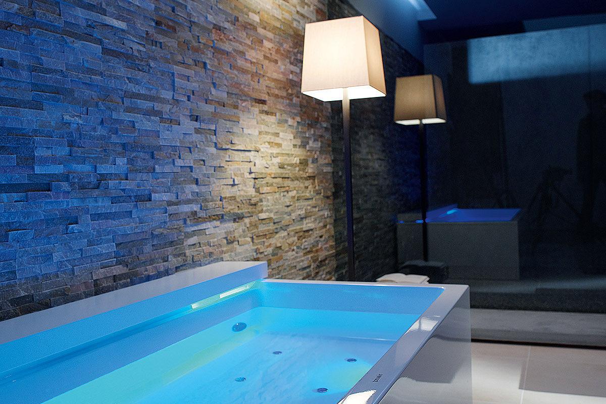 Wellness Badewanne Mit Stimmungsvollem Licht
